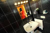 Cascabel-Bathroom_2.JPG